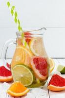 desintoxicação cítrica com infusão de água com sabor