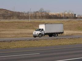 caminhão de caixa branca foto