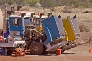 trens rodoviários manutenção na estrada foto
