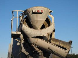 parte traseira de um caminhão de cimento, terra de açúcar, texas foto