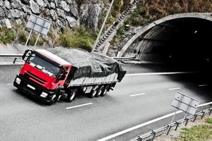 túnel da estrada foto