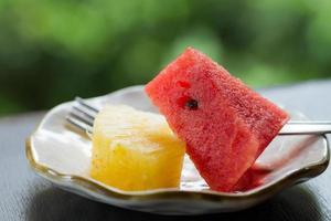 fruta no prato foto