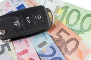 chave do carro e dinheiro foto