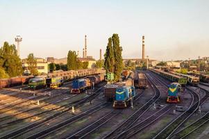 trem e a estação de trem foto