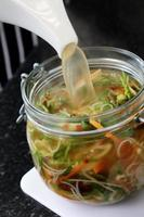 macarrão em vaso com legumes