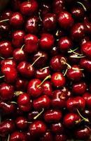 cerejas vermelhas como um quadro completo de fundo close-up foto