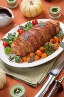 rocambole de peito de peru envolto em bacon