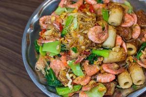 camarão frito aletria. foto