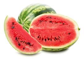 melancia com fatia isolada no fundo branco foto