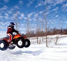 istock - foto de acervo de inverno quad atv pulando na neve