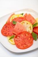 salada de melancia com queijo feta foto