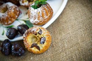 muffins recheados com ameixas secas foto