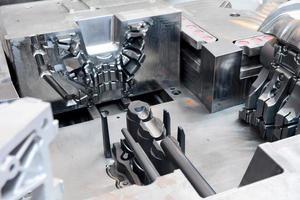 máquina-ferramenta na fábrica