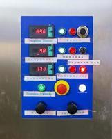 o controlador automaticamente transportador industrial foto