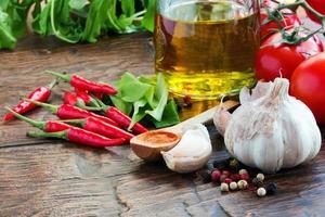 pimenta, alho e outras especiarias foto
