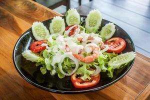 salada de camarão orgânico foto