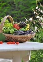 cesta de legumes de jardim foto