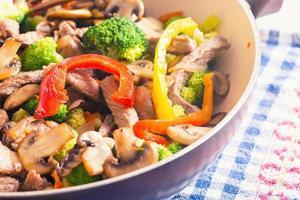 wok asiático foto