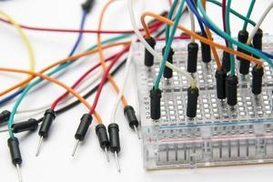 fios de cabo de ligação em ponte da tábua de pão foto