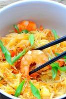frutos do mar wok tailandês foto