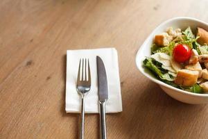 salada de caesar foto