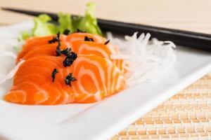 sashimi de salmão - comida japonesa foto
