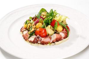 saladas e refeições de frutos do mar frescos foto