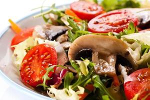 alimentação saudável - salada de legumes foto
