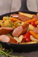 jantar de batata e salsicha foto