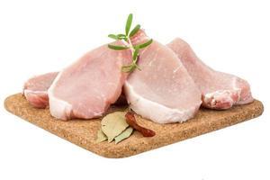 bife de porco cru foto