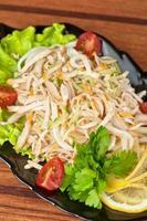 salada com calamary foto