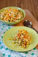 salada de legumes frescos. foto