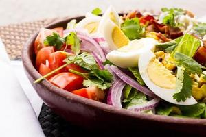 salada de ovo e tomate foto