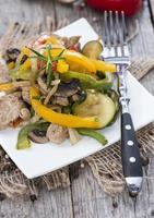 legumes com frango foto
