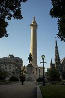 monumento de george washington em baltimore maryland foto