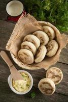 minestrone de inverno - sopa de legumes italiana com tortellini foto