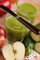 smoothie de maçã e abobrinha foto