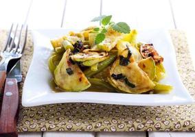 salada quente de abobrinha e feijão verde foto