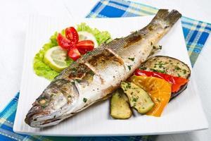 peixe, robalo grelhado