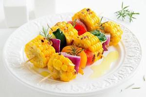 milho grelhado com legumes.