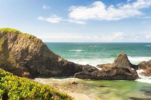 rochas entre marés na praia da rocha do selo