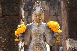 bodhisattva na rocha do castelo foto