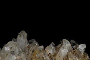 cristal de rocha e fundo preto