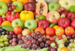 frutas e legumes para uma alimentação saudável foto