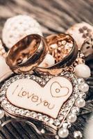 eu te amo coração e alianças foto