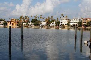 casas pela baía foto