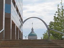 arco e capitólio edifício no centro de st. Louis foto