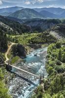 paisagem de rio e montanhas