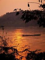 rio mekong em luangprabang foto
