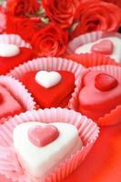 doces em forma de coração foto